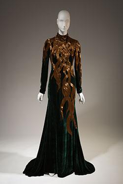Fairy-Tale-Fashion-MFIT-Alexander-McQueen-2007-250.jpg